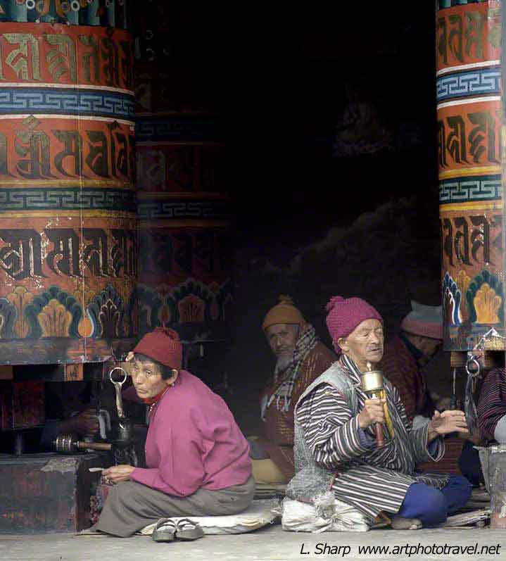 Prayer-wheels-Chorten-Thimpu-bhutan