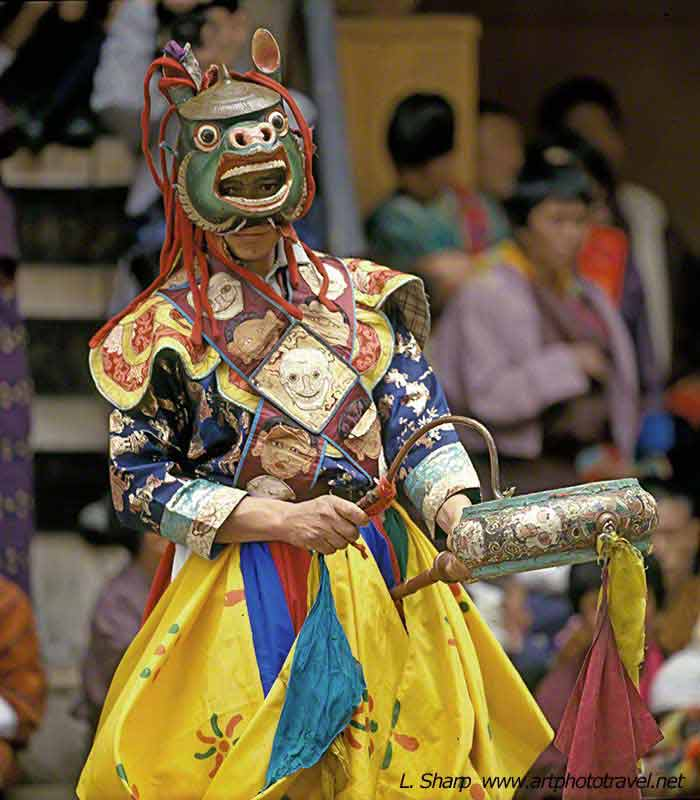 dance-of-the-drums-paro-tsechu-bhutan