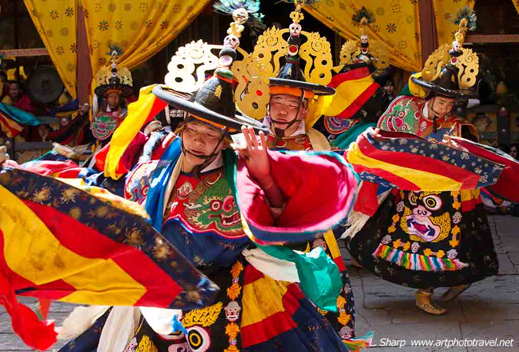paro-tsechu-day-1-blak-hat-dance
