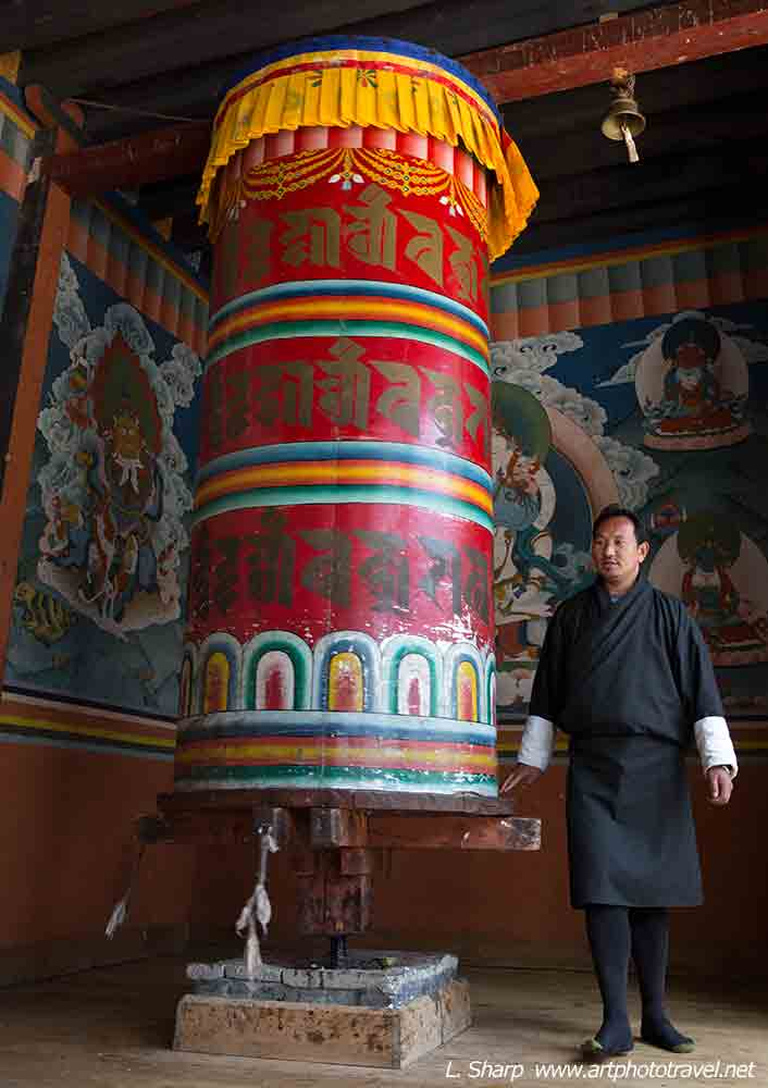 phodrang-monastary-prayer-wheel-Thimphu