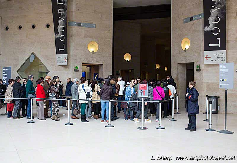 louvre-entrance-carousel-shopping-mall