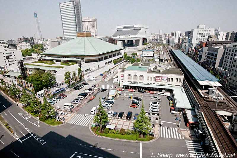 Kokugikan-and-Ryogoku-station-photo