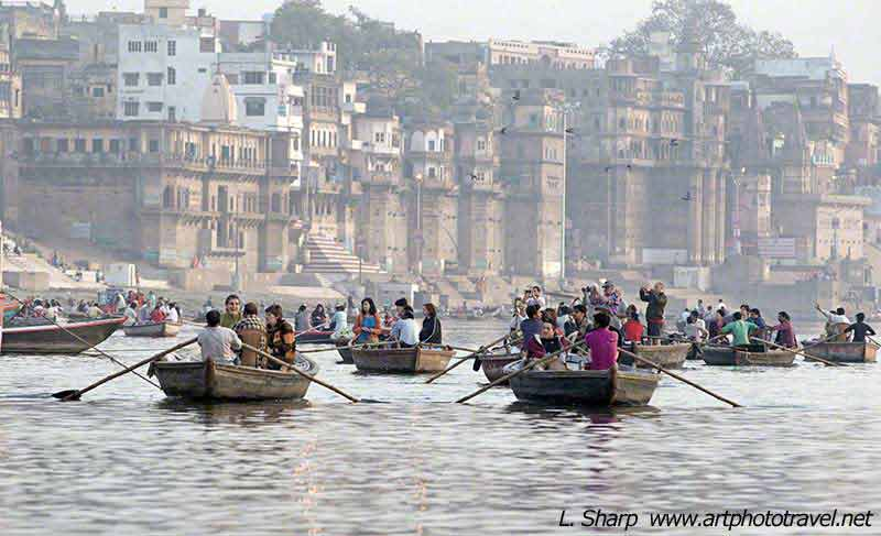 early-morning-boat-ride-ganges-varanasi