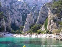 Calanque-en-vau. Swimmers and rock climber.