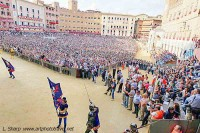 Spectators still enter packed central area during Palio procession