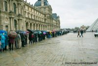 possible Louvre queue without tickets