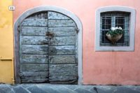 textures and colours of Lucca