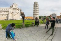 photographing the leaning tower Pisa